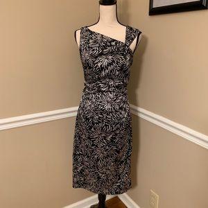 GORGEOUS Maggy London black/white midi dress